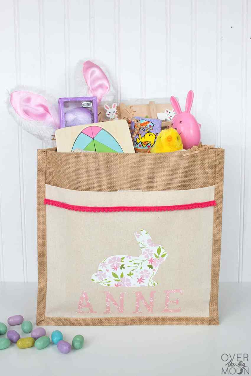 DIY Personalized Easter Bag using Iron On Vinyl - Cricut's Patterned Iron On Vinyl is amazing and can take your project to the next level! From overthebigmoon.com!