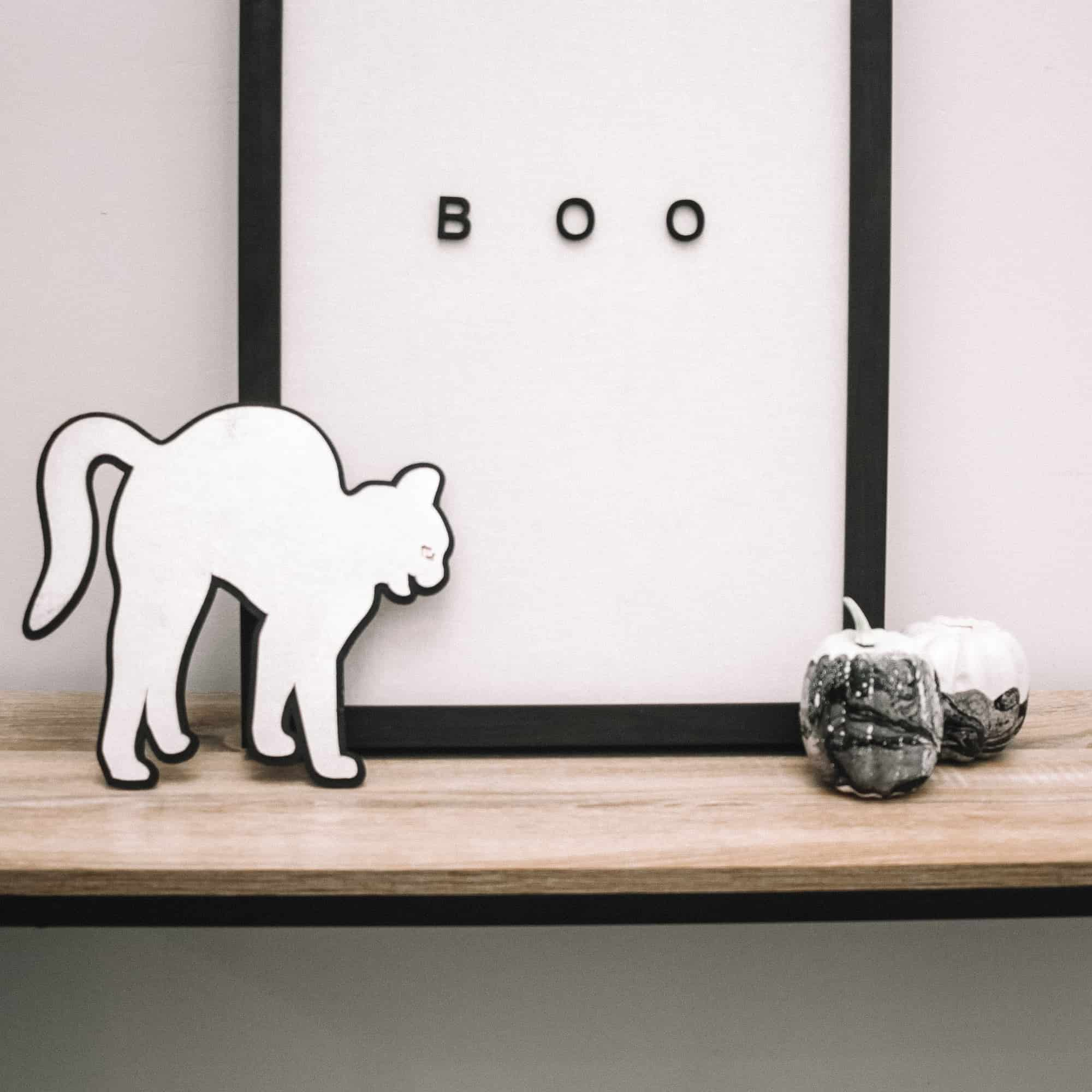 Use your maker to make this 3d black cat chipboard sign. A perfect addition to your halloween decor!