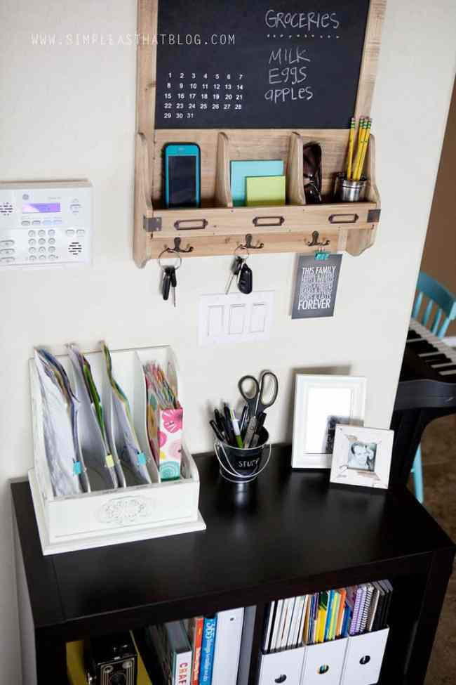 Command centers don't always have to be huge and overwhelming! This bookshelf converted into a super easy command center with the help of a wall organizer being hung above it. overthebigmoon.com!