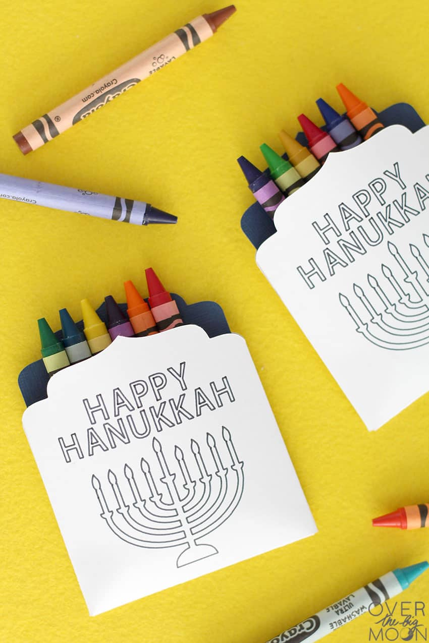 Hanukkah Crayon Holders for your upcoming Hanukkah Parties! From overthebigmoon.com!