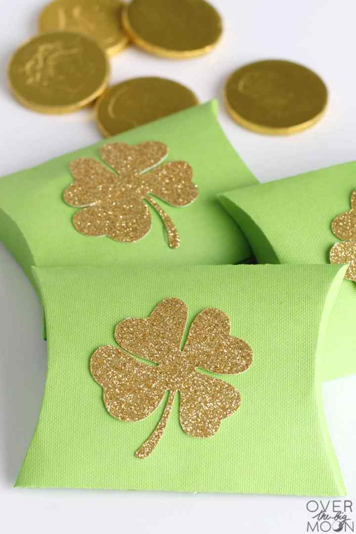 St. Patrick's Day Pillow Boxes! From overthebigmoon.com!