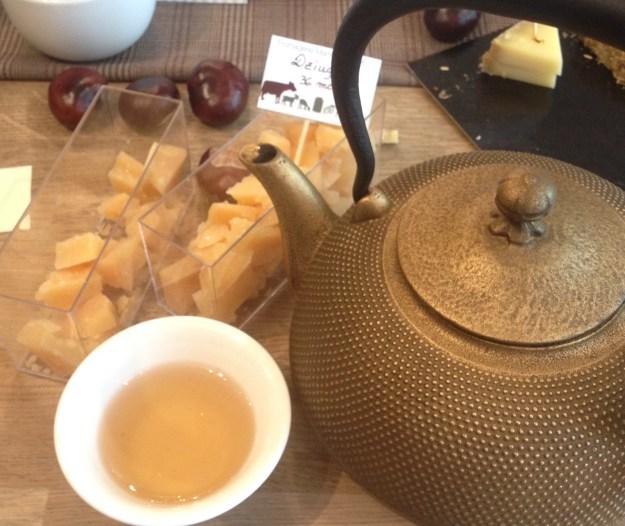 Accord fromage-thé Dziugas de Lituanie de 36 mois et thé vert de Chine Taiping Houkui Betjeman & Barton - ©Chloé Chateau