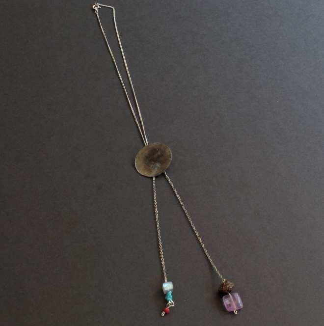 médaillon fer patiné labradorite turquoise amethyste bois corail