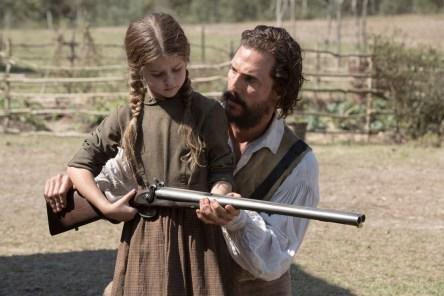 Newt (Matthew McConaughey) shows a Yeoman farmer girl (Stella Allen) how to hold a rifle