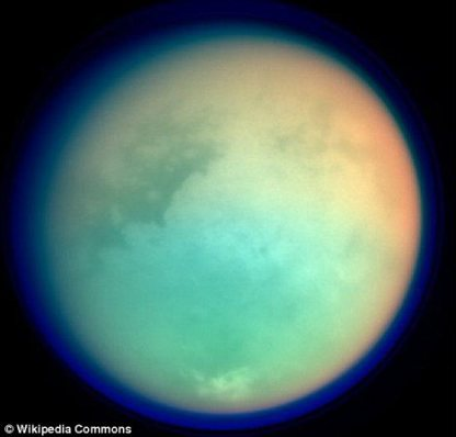 """Titan, """"estranhamente pareceido com a Terra""""."""