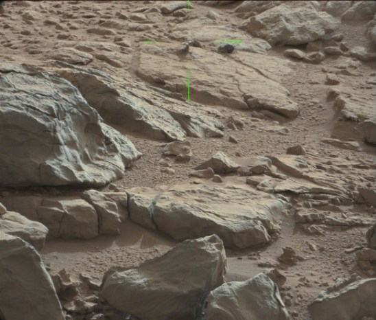 Curiosity-Objeto-metálico-em-Marte