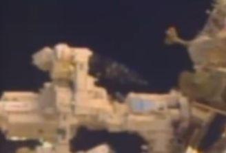 OVNI visitando Estação Espacial Internacional.
