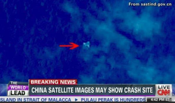 Imagem do satélite chinês mostrando três objetos que poderiam ser os destroços do Voo 370.