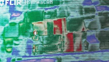 Anomalia térmica encontrada na Grande Pirâmide de Quéops. Imagem: Heritage Innovation Preservation