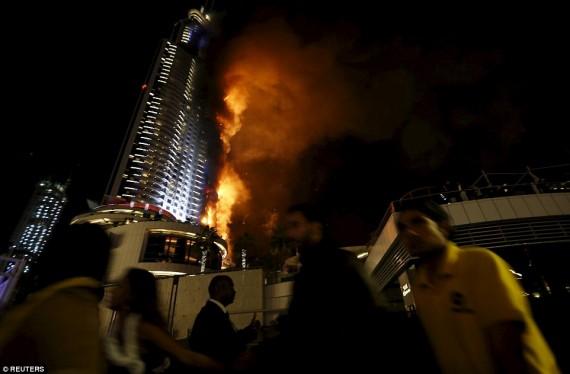 O incêndio no Address Downtown Hotel na noite da véspera de Ano Novo