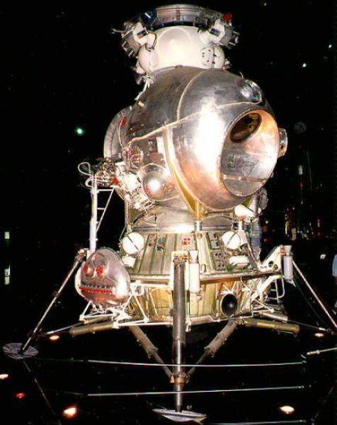 O módulo lunar soviético. Ao contrário do modelo americano, só levaria um explorador à superfície da Lua.
