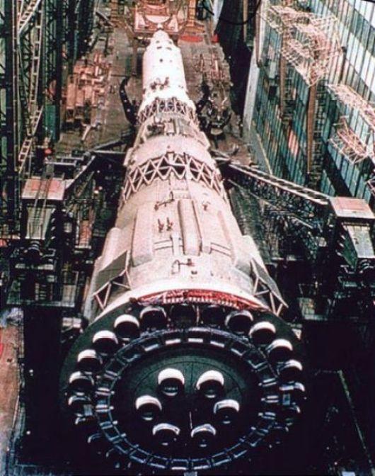 O foguete lunar N1 desenvolvido pela URSS. Tão grande quanto os problemas que o cercaram.
