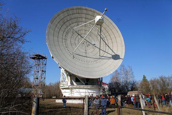 Radiotelescópio RT-22, na cidade de Evpatoria, na Ucrânia, de onde partiu o sinal em direção a Gliese 581C.