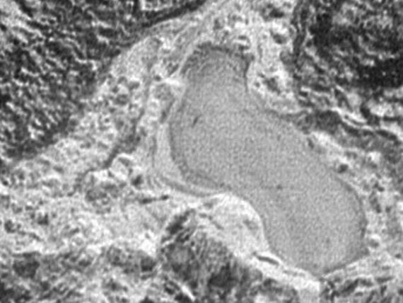 Lago congelado na superfície de Plutão
