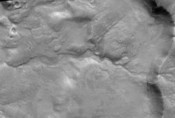 Os leitos de rio mostram evidências de água fluindo, ao invés de corpos estagnados do derretimento de geleiras.