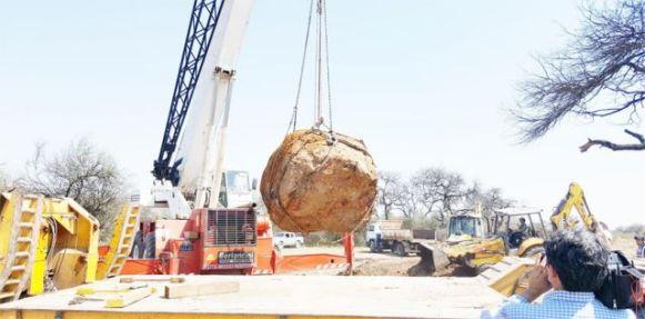 O meteorito sendo escavado