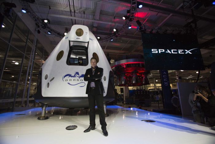 Elon Musk e sua nave Space Dragon