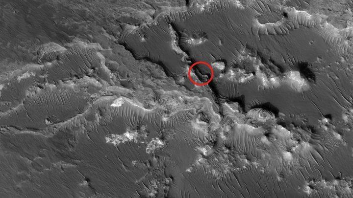 Enorme objeto esférico anômalo é encontrado em foto de Marte 2