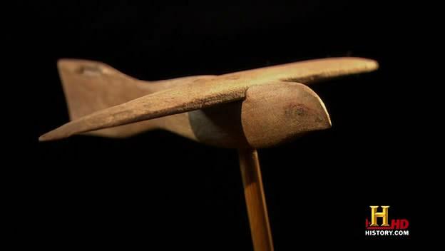 """Um """"barco solar voador"""" foi enterrado no pé da grande pirâmide de Gizé 3"""