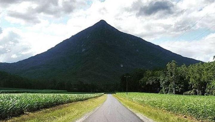 enorme pirâmide egípcia na Austrália