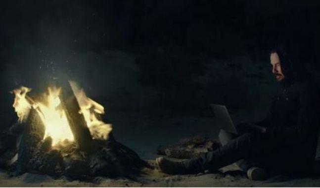 Keanu Reeves acha que a humanidade está prestes a se libertar da matriz