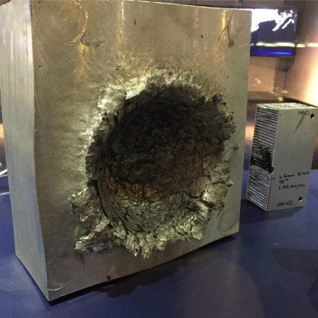 o dano que um minúsculo pedaço de lixo espacial pode fazer