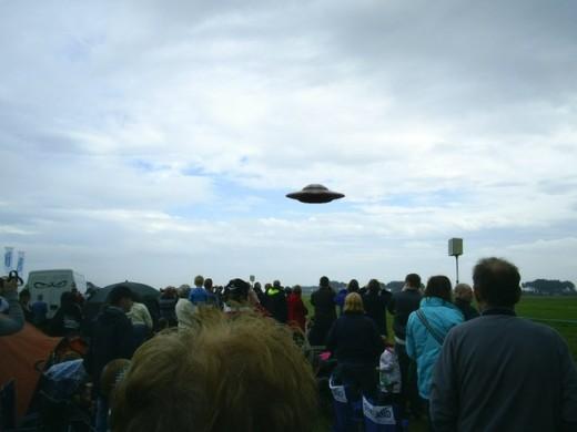 Chegou a hora de revelar a verdade sobre os OVNIs / UFO 1