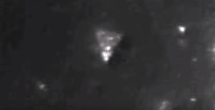 OVNI triangular é avistado na Lua