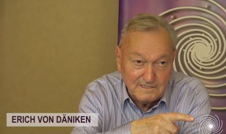 """O contato extraterrestre é iminente"""", declara Von Däniken"""