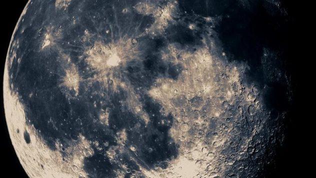 estação espacial perto da Lua