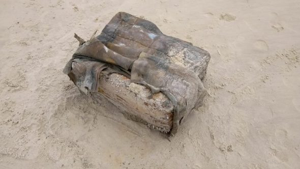 Misteriosos pacotes são encontrados em praias do Alagoas