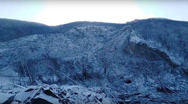 """Enorme deslizamento de terra na Rússia foi """"causado por meteorito, enorme bomba ou queda de OVNI"""" 1"""