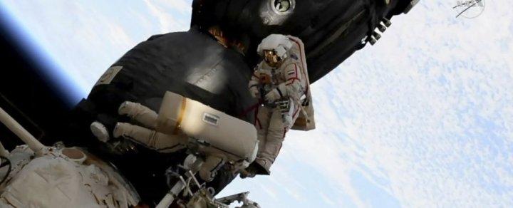 Cosmonautas fizeram caminhada espacial para procurar por evidência de sabotagem na ISS
