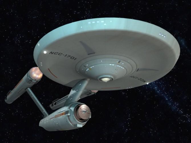 """USS Enterprise da Star Trek é """"avistada"""" acima da Califórnia durante exercícios militares secretos"""