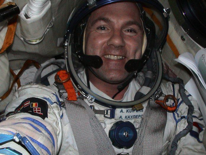 Astronauta da ISS disca acidentalmente número de emergência