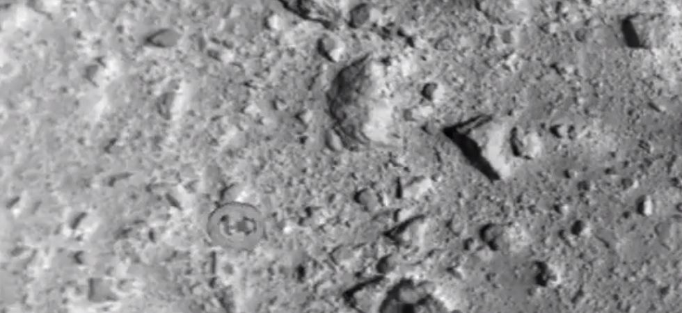 sonda Hayabusa2 bombardeando asteroide
