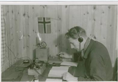 Oluf Reed Olsen,agent for Secret Intelligence service, sender dagens telegrammer til England Foto:Oluf Reed Olsen