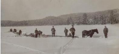 Fra den tid da tømmertransporten foregikk med hest og slede.