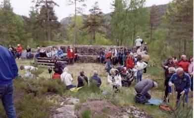 Grunnmuren til direktørboligen på Kringsjå kraftstasjon. Det var flere bygninger på området og de hadde egen skole. Ble revet en gang på 1960-tallet.