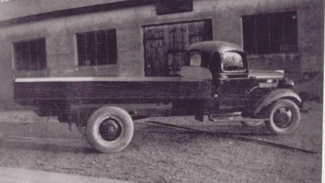- og enkelte lastebiler - her en lastebil bygget på et Chevrolet chassi fra 1938.