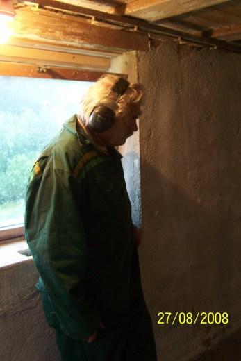 Harald Kleveland studerer resultatet.