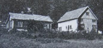 """Mushom, det gamle huset, der Trygve Gundersen bodde, senere overtatt av Eilev Tveit, og nå er det sønnen hans, Kåre Tveit som bor på gården. (Bilde fra """"Norges bebyggelse"""").(Dette huset brant ned og Kåre Tveit omkom i brannen)"""