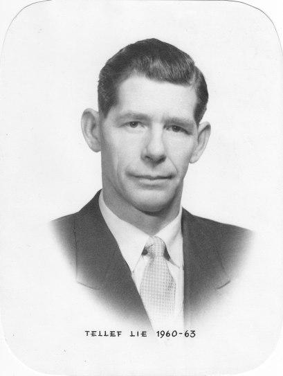 Den kjente idrettsmannen Tellef Lie var den siste ordføreren før Øvrebø ble slått sammen med Hægeland og Vennesla til en kommune, og styrte Øvrebø kommunestyre fra 1960 - 1963.