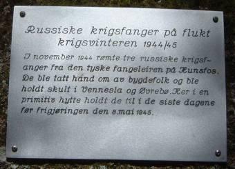 Minnetavle over russiske krigsfanger, som ble holdt skjult av bygdefolk i Øvrebø.