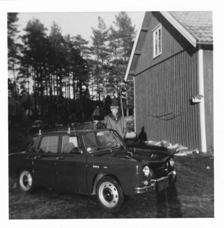 Helge Hageland og hans Renault 8, 1967 modell. (Kostet kr. 16.250,-.)