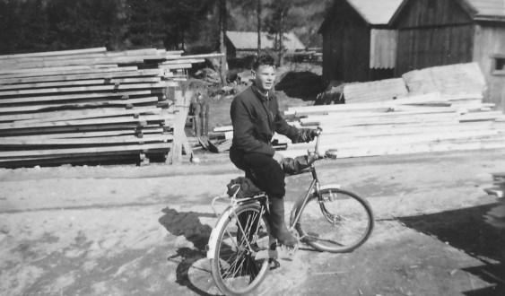 Eivind Godhei på sin arbeidsplass: Øvrebø sagbruk & Høvleri