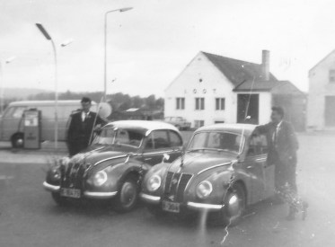 Den noe finere DKW var dyr i innkjøp, og i stedet var den Øst-tyske IFA veldig populær. Eivind Godhei og Hans Berge er glade eiere.