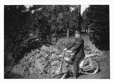 En stolt Helge Hageland på ny moped