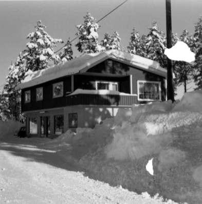 Bilde viser Stallemo landhandel som ble drevet av Irene og Olav Iveland. Nå er butikken bolighus.