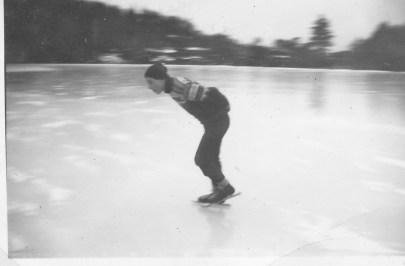 Øyvind Skuland i fint driv på den blanke isen på Støssvann.